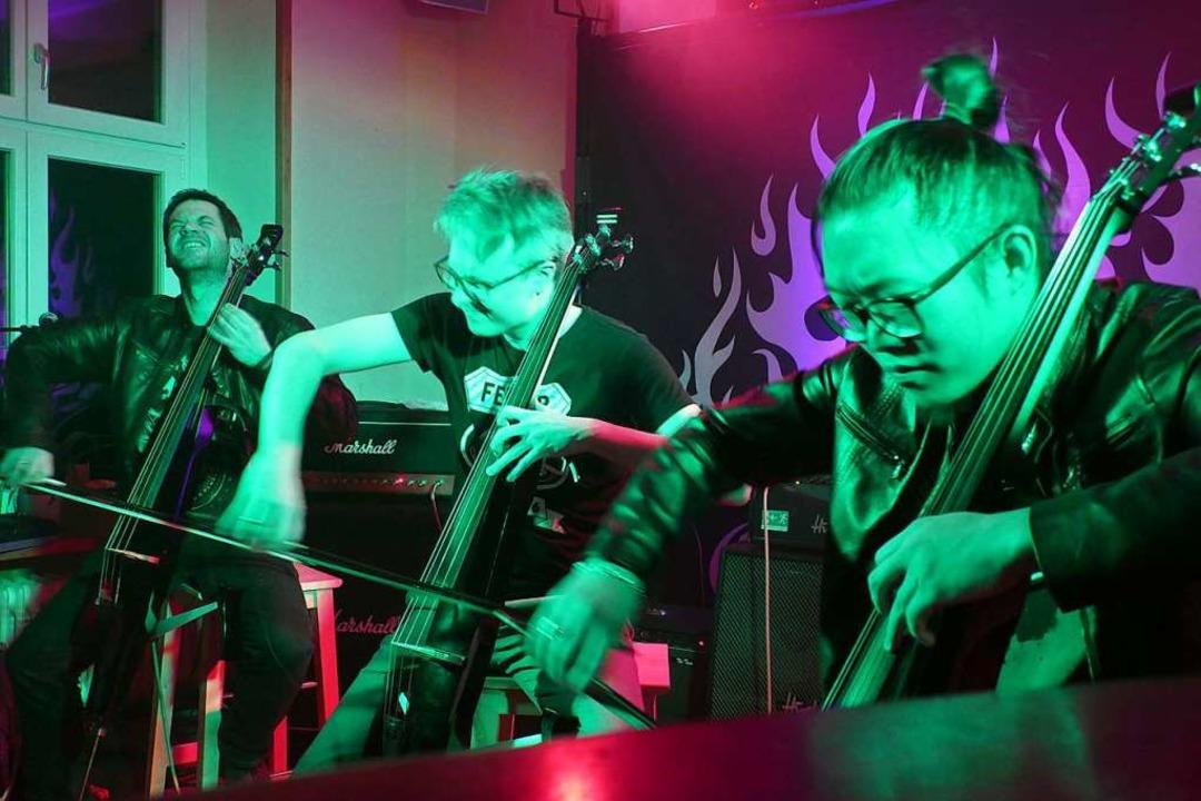 Cell of Hell  mit von (links): Georg D...er, Ekachai Maskulrat, Joonas Piktänen  | Foto: Verena Pichler