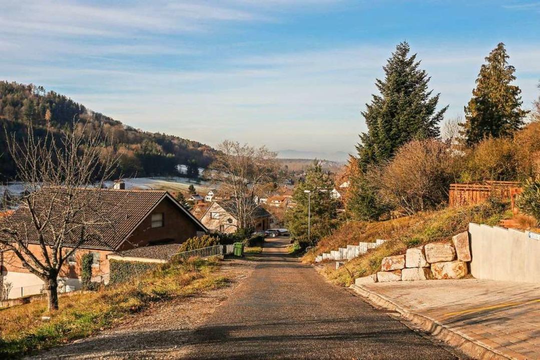 Schöne Aussicht, ramponierte Straße. D...ie Anwohner zum Teil die Zeche zahlen.  | Foto: Sandra Decoux-Kone