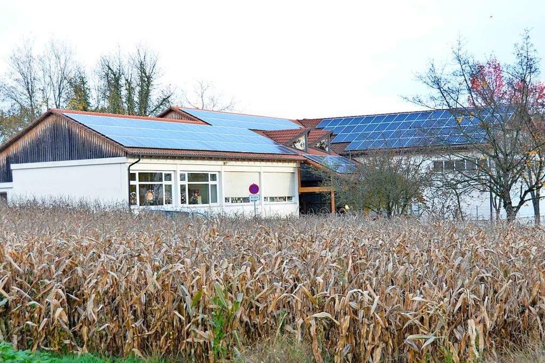 Viele Kommunen nutzen gemeindeeigene D...1; hier die Grundschule in Schallbach.  | Foto: Moritz Lehmann