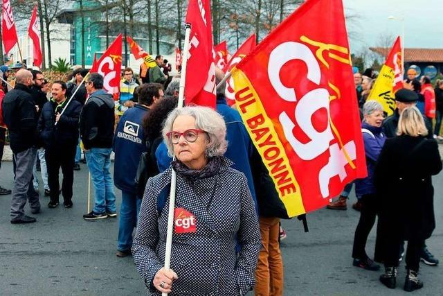Weiter Streiks und Proteste in Frankreich: Blockaden und Zugausfälle