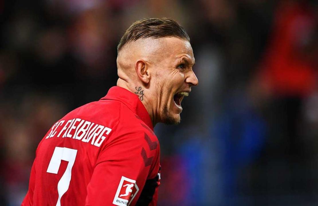 Jonathan Schmid erzielte mit einem Tra...n die Freiburger auch die drei Punkte.  | Foto: Patrick Seeger (dpa)