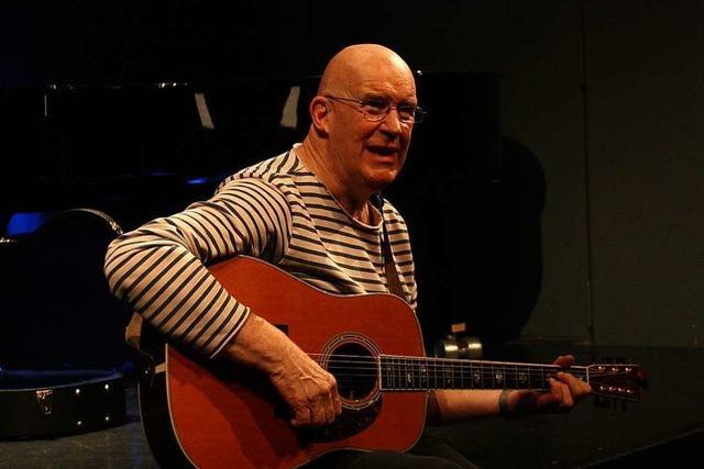 Singer-Songwriter Julian Dawson begeisterte in der Kumedi