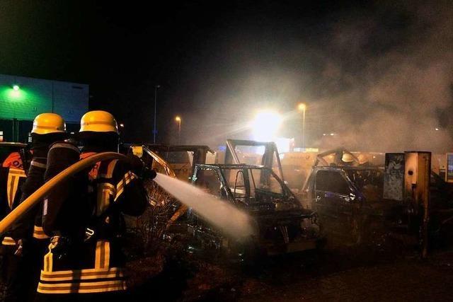 E-Postautos in Flammen und Alarm mitten in der Weihnachtsfeier