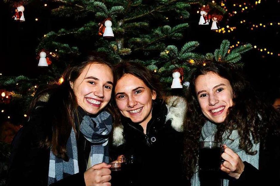 Weihnachtlicher Lichterglanz in mittelalterliche Gassen lockte die Besucher wieder zuhauf in die Staufener Altstadt. Die Angebote der rund 100 Buden von Vereinen und örtlichen Geschäften waren entsprechend gut frequentiert. (Foto: Bernhard Seitz)