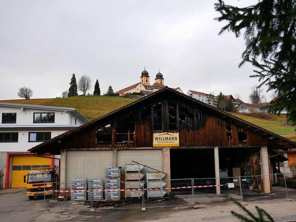Das angebaute Büro- und Wohnhaus bewahrte die Feuerwehr vor Schaden.  | Foto: Eva Korinth