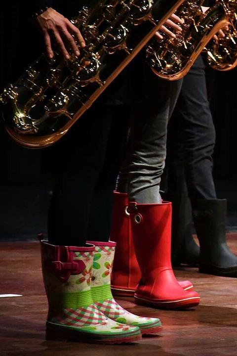 Saxophonisten tanzten im Regen.  | Foto: Barbara Ruda