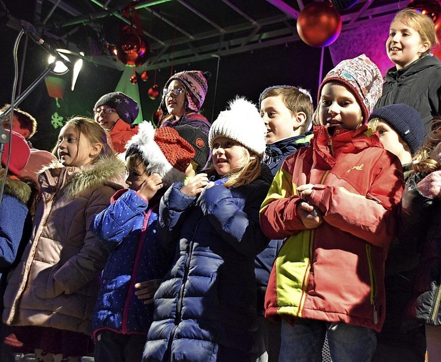 Der Schülerchor der Weihermattenschule sang fröhliche Lieder.  | Foto: Hildegard Siebold