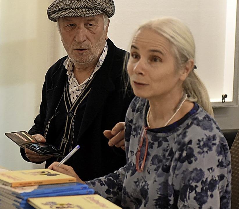 Peter Gaymann und Renate Alf bei der Signierstunde  | Foto: Rita Eggstein