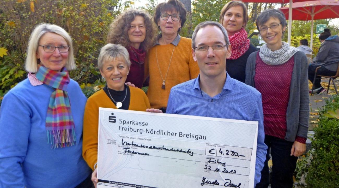 Eine Spende erhielt der Verein für krebskranke Kinder.   | Foto: Anne Freyer