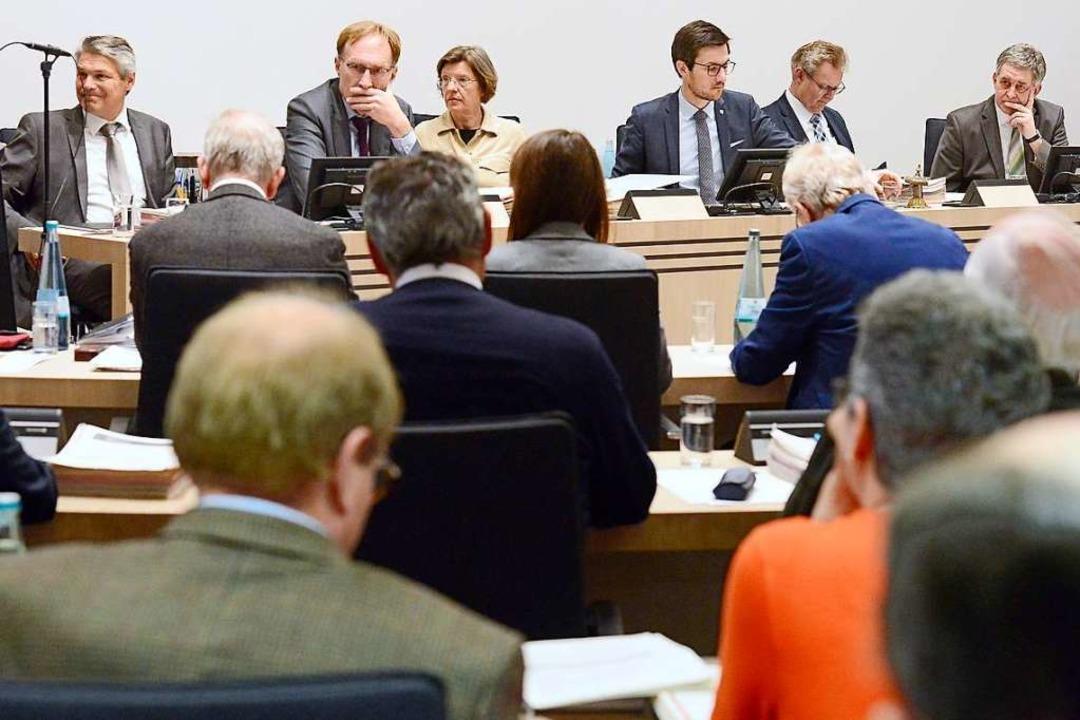 Die Rathausspitze –  von links: ...iorisieren, fordern mehrere Stadträte.  | Foto: Ingo Schneider