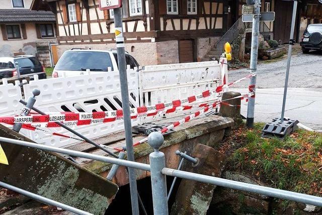 Lastwagen kracht gegen Brücke in Reichenbach