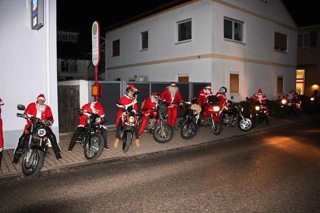 In Hartheim kam der Nikolaus auf dem Motorrad