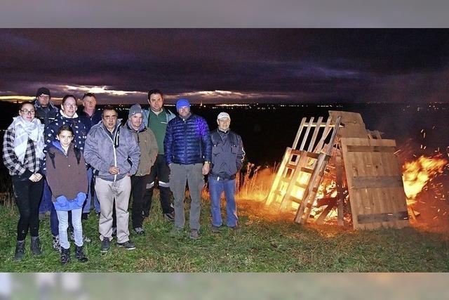 Friesenheimer Landwirte entzünden Mahnfeuer