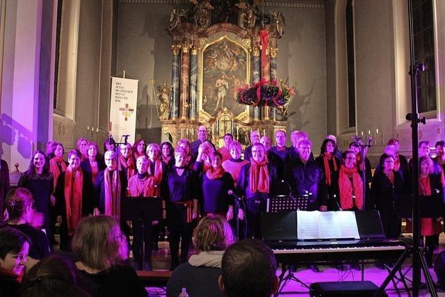 Chor (er-)füllt die St.-Magnus-Kirche