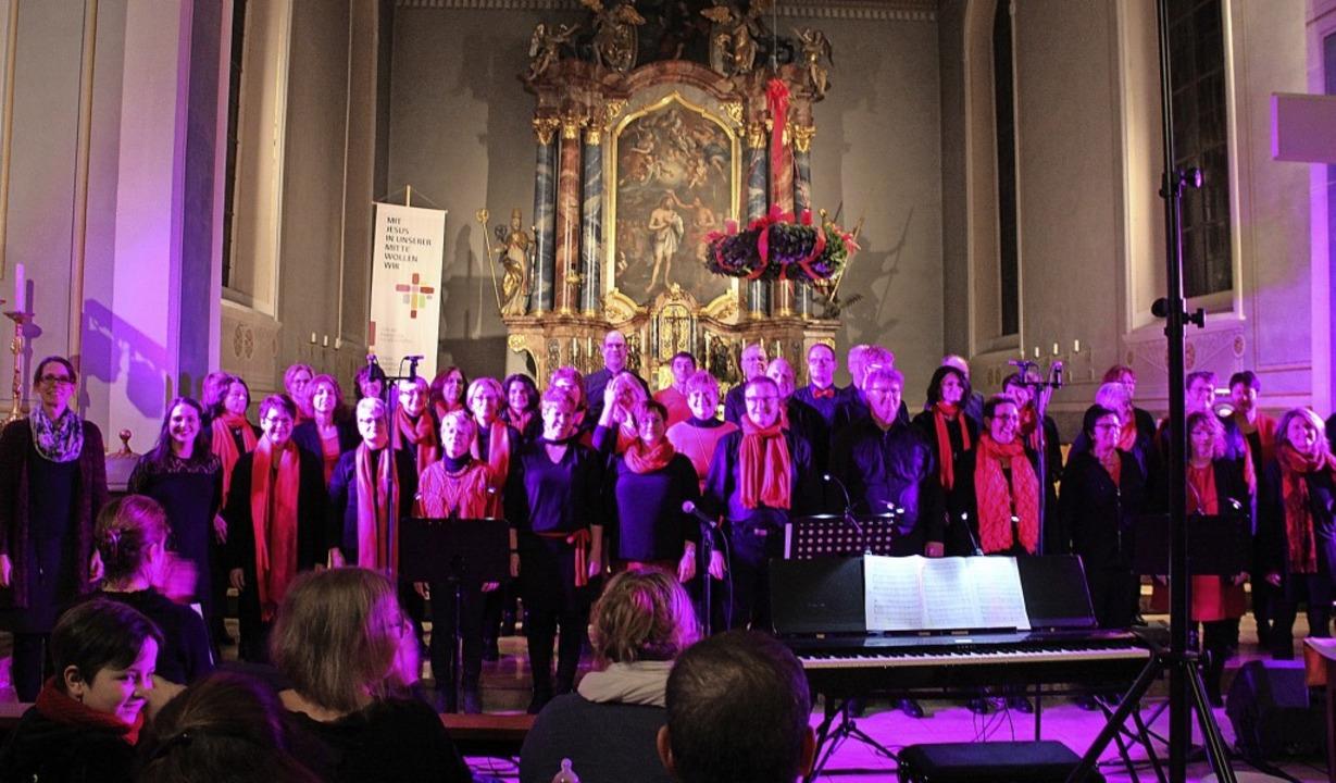 Beim Adventskonzert in der stimmungsvo...dschule Niederhof unterstützt worden.     Foto: Christiane Pfeifer