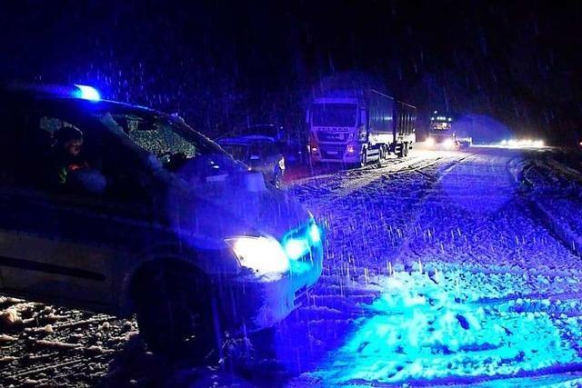 Alle Jahre wieder: Schneefall legt Verkehr im Höllental lahm