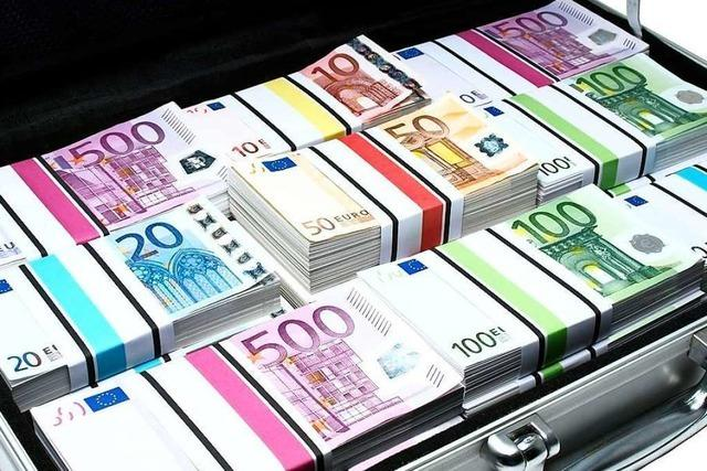 Mann wird mit Gold und Geld im Wert von einer Million Euro erwischt