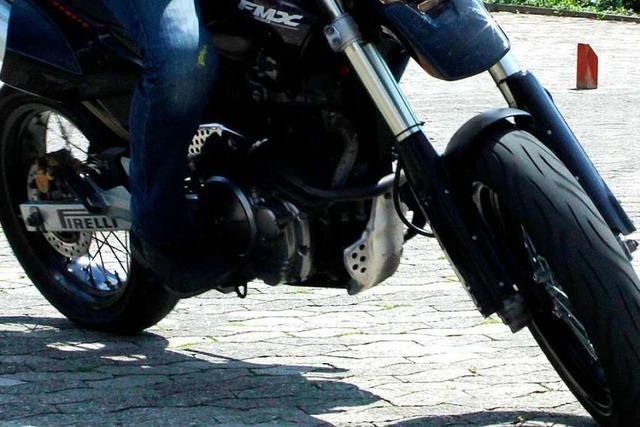 Rollerfahrer stirbt nach Unfall auf Supermarkt-Parkplatz in Freiburg