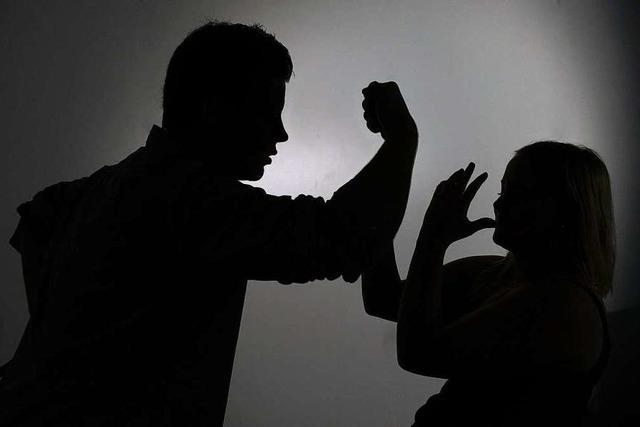 41-Jähriger druckt Nacktbilder seiner Noch-Ehefrau aus und wird dafür verurteilt