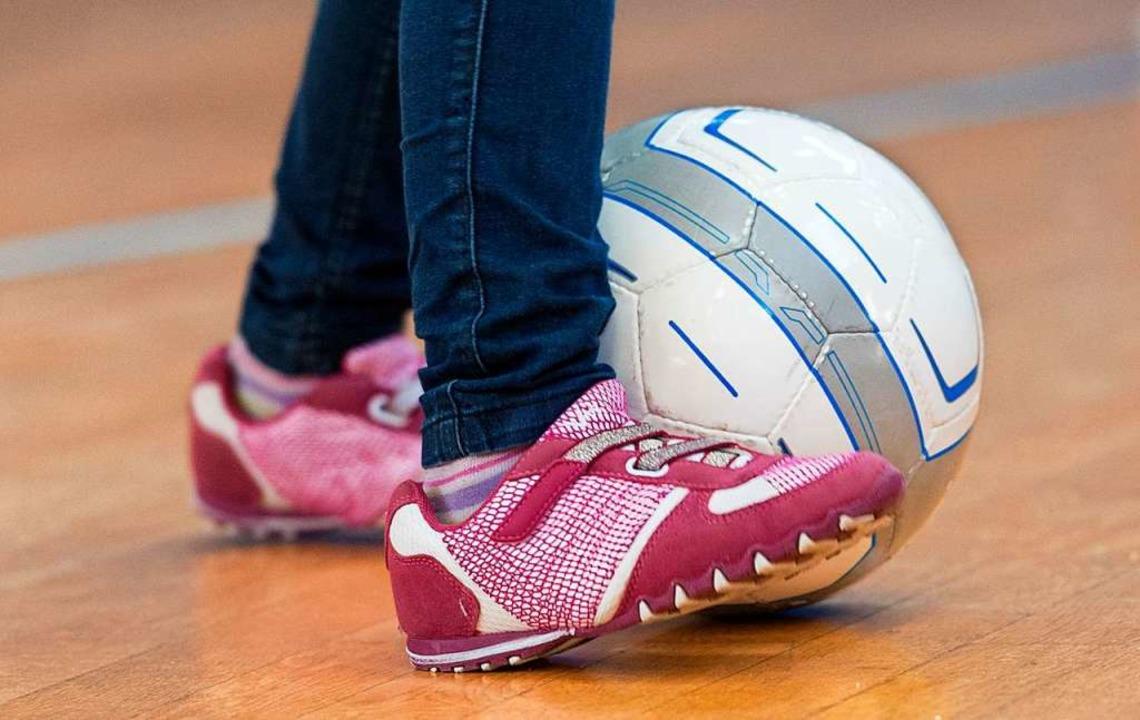 Beim Spielen, zum Beispiel mit einem Ball, kann man sich prima bewegen.    Foto: Uwe Anspach