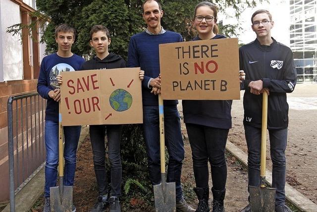 1500 Schüler pflanzen 2000 Bäume