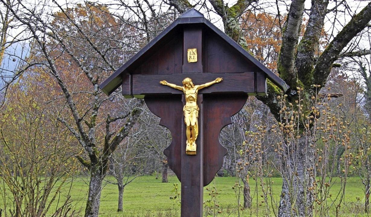 Die Kreuzretter der Kernstadt haben in...lreiche Kreuze renoviert und erneuert.    Foto: Hansjörg Bader