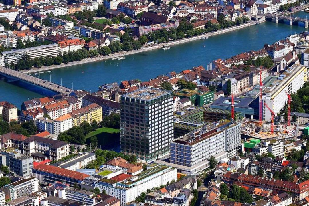 Der Campus Schällemättli mit dem neuen... und den Unikliniken (Mitte und oben).  | Foto: Erich Meyer