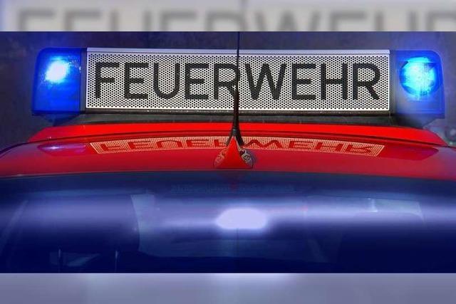 Feuerwehr löscht Schwelbrand in Schreinerei in Freiburg-Opfingen