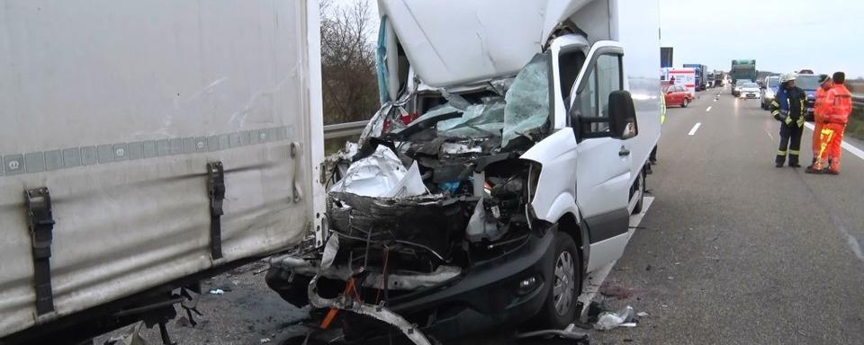 Schwerer Unfall auf der A5 bei Rust – Fahrer eines Kleinlasters gestorben