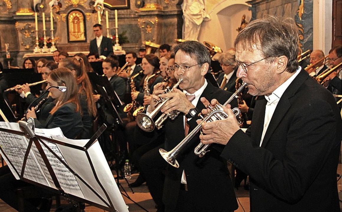 Die beiden Solotrompeter Johannes Sond...in Leupolz begeisterten das Publikum.   | Foto: Mario Schöneberg