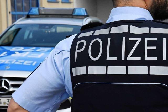 Zeugin meldet der Polizei einen Mann mit länglicher Schusswaffe in Stetten