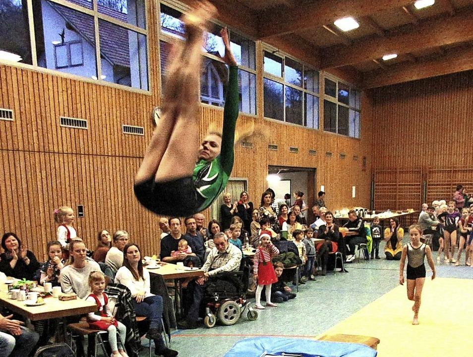 Nordweiler Jungturner faszinierten mit...en Künsten ihr begeistertes Publikum.   | Foto: Reiner Merz