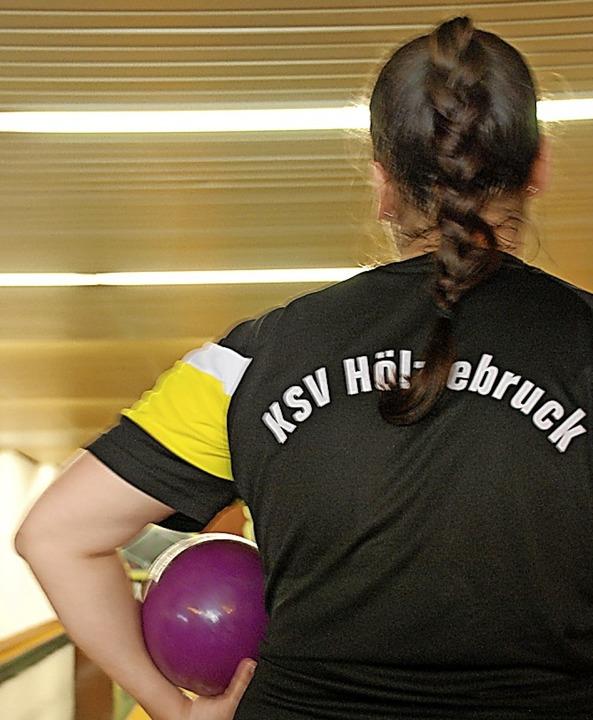 Bereit zum großen Wurf in Mainz sind d...liga-Keglerinnen des KSV Hölzlebruck.   | Foto: ruoff