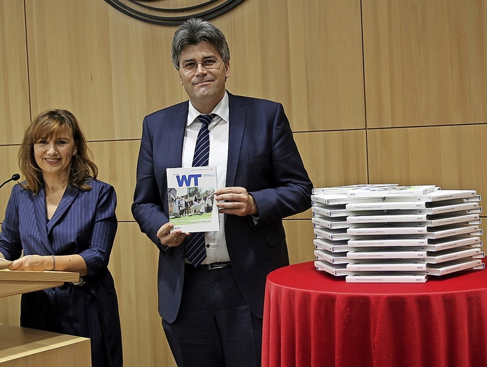 Kulturreferentin Susanna Heim und Land... Vorstellung des Kreisjahrbuchs 2020.     Foto: Manfred Dinort