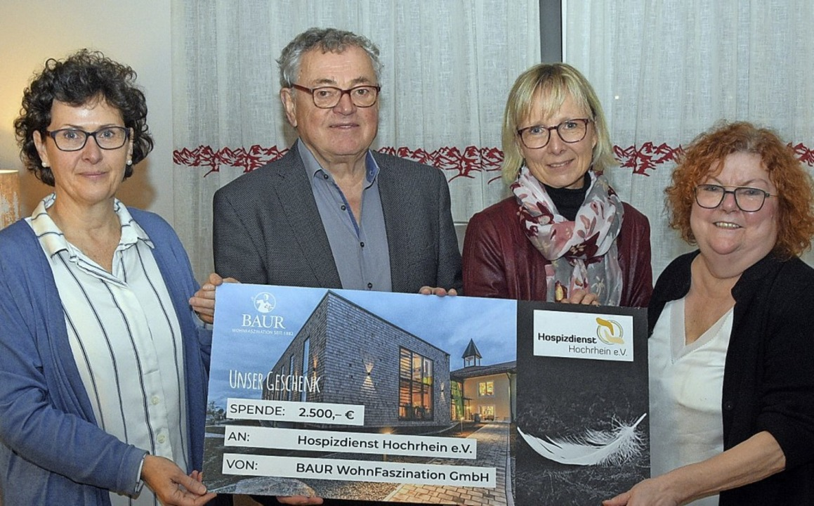 Dorothea Flaig, Ernst Baur, Sabine Bud...pende für den Hospizdienst Hochrhein.   | Foto: Stefan Pichler