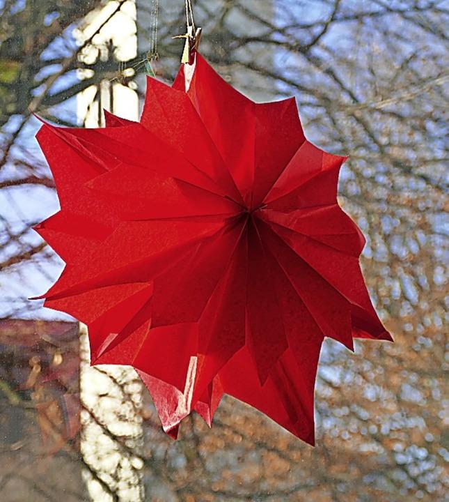 Dieser rote Stern ist ein echter Hingucker.    Foto: Verena Pichler