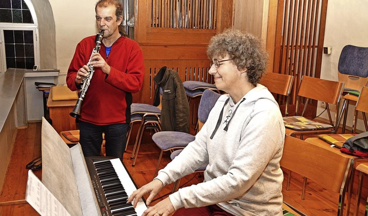 Brigitte Behringer und Mario Brugger p...  ihr Konzert in der Hausener Kirche.   | Foto: Edgar Steinfelder