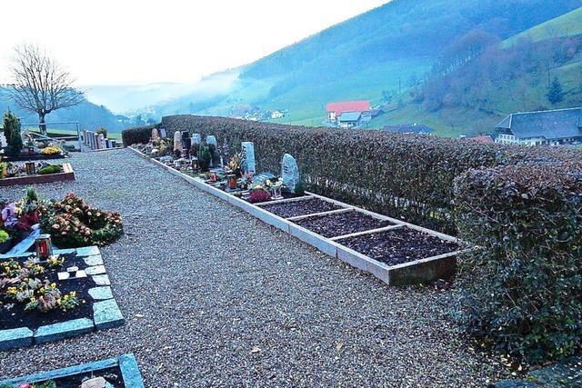 Eine Urnenwand für den Dorffriedhof