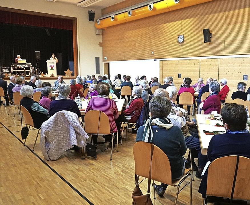 Seniorenadventsfeier in Winden mit mus...olk, Kaffee,  Kuchen und Geselligkeit.  | Foto: Helmut Häringer