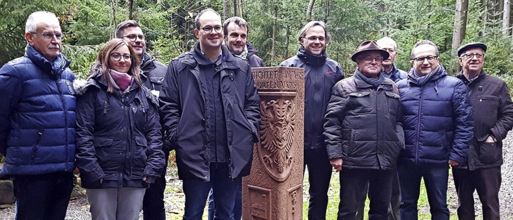 Die Bürgermeister Carsten Gabbert aus ...Gästen zum interkommunalen Austausch.   | Foto: Beate Zehnle-Lehmann