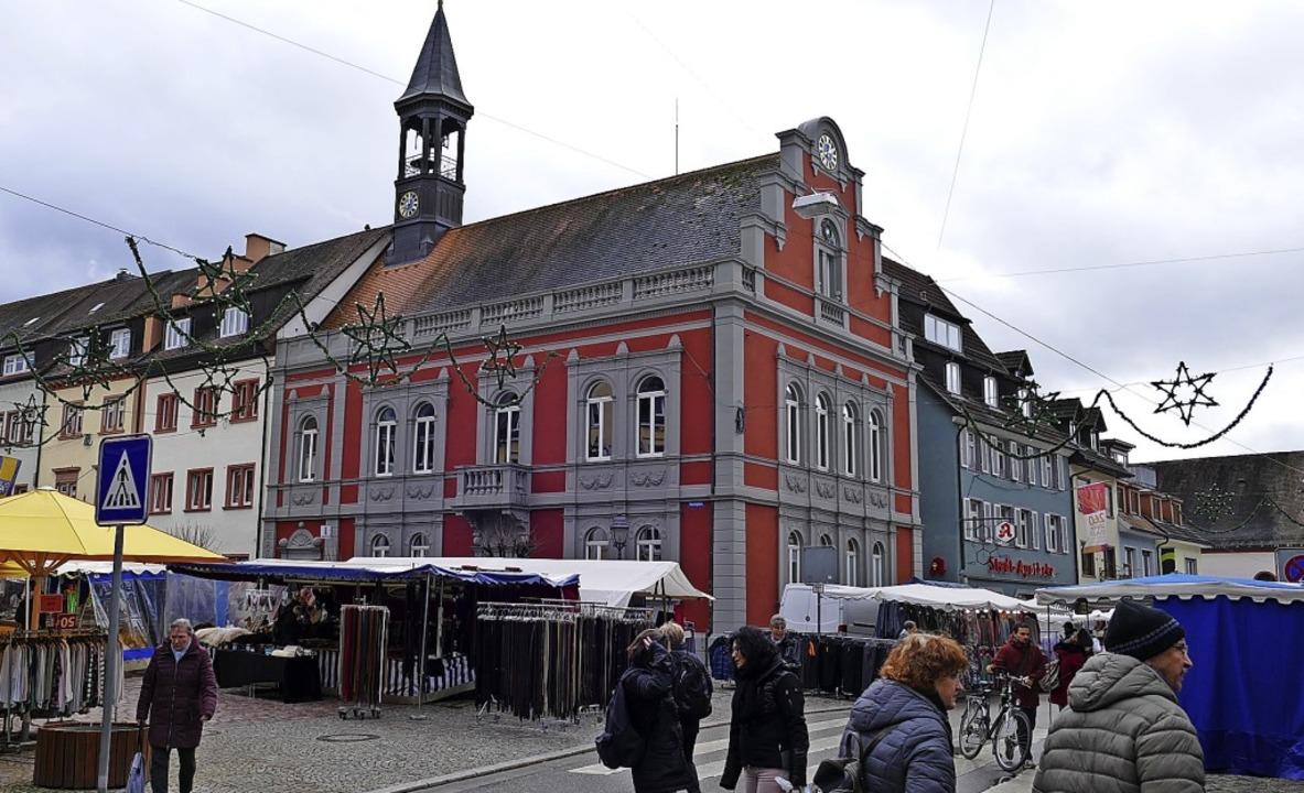 Ein letztes Mal wurde am Donnerstag di...f dem Marktplatz (links) stattfinden.   | Foto: Sylvia Sredniawa