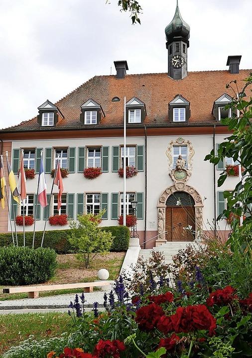 Im  Rathaus wird eifrig debattiert, wie und wo Münstertal wachsen soll.  | Foto: Hans-Peter Müller