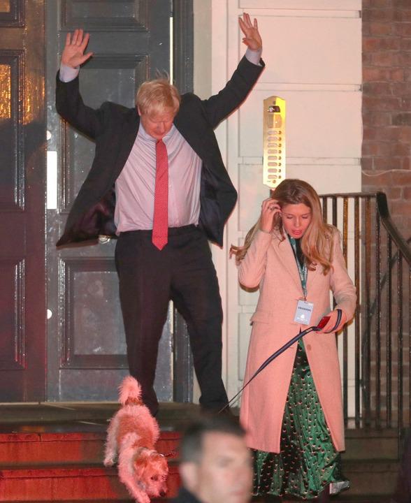 Boris Johnson jubelt.    Foto: Andrew Matthews (dpa)