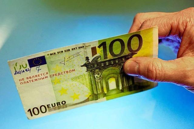 Mit gefälschten 100-Euro-Scheinen auf Einkaufstour – jugendliches Trio steht vor Gericht