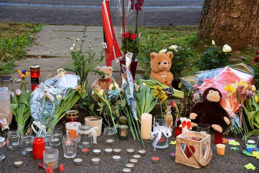 Die Trauer über den Tod des Kindes im ... Die Täterin soll nun verwahrt werden.  | Foto: Martin Eckert