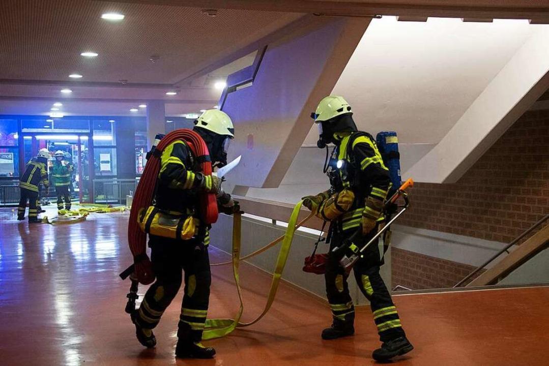 Die Müllheimer Feuerwehr hat die Brand...alschule mit einer Großübung getestet.  | Foto: Volker Münch