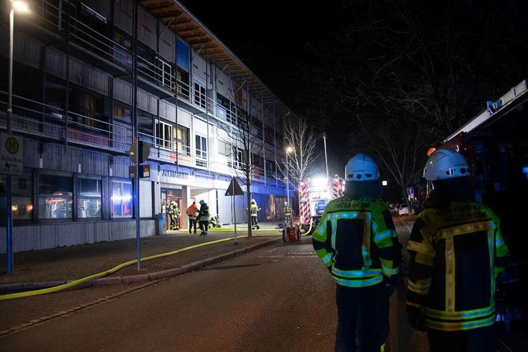 Was für Anwohner durchaus spektakulär ...ings nur eine Großübung der Feuerwehr.  | Foto: Volker Münch