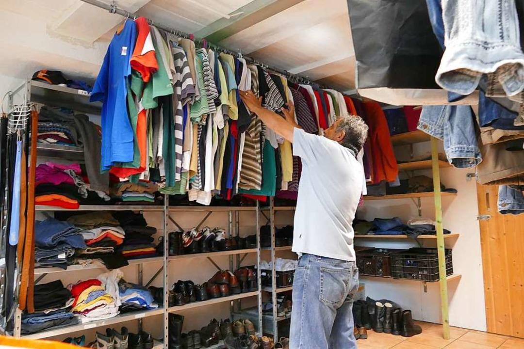 Auch eine Kleiderkammer gibt es in der Wärmestube.    Foto: Ulrich Senf