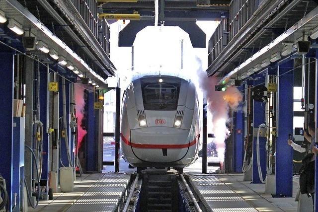 Die Züge rollen nachts durch den TÜV