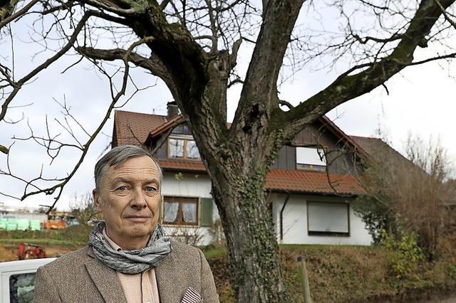 Ein Mann und sein Baum